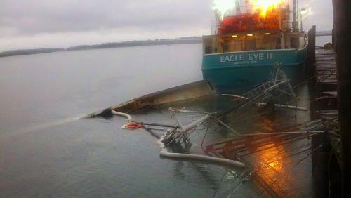 Shrimp boat sinks at Port Royal docks