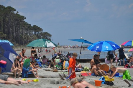 Beach lovers flock to Hunting Island for Memorial Day weekend
