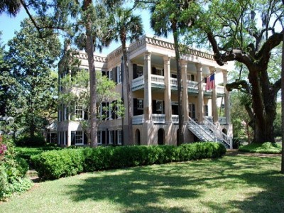 Home to some of the most beautiful houses in the south, downtown's Point neighborhood goes way back to Beaufort's earliest days.
