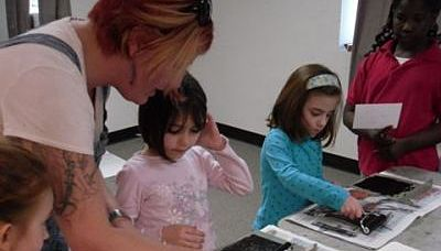 Printmaking with Deanna Bowdish in a previous ARTworks session.
