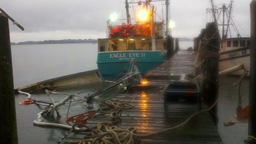 Shrimp boat sinks at Port Royal docks