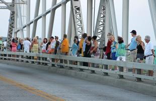 Beaufortonians organize 'unity chain' to remember Charleston tragedy victims