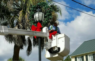 Beaufort crews begin holiday decorating