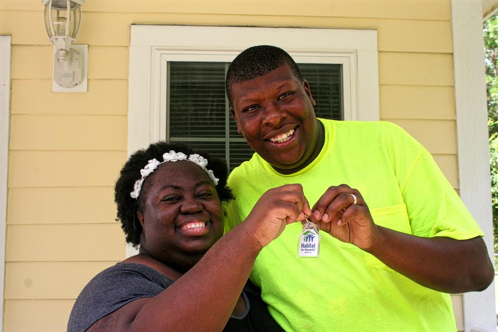 the Murrays received the keys to their new house on Saturday. Photo by Janie Lackman